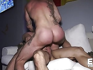 A CRUISING JOB bareback (gay) big cock (gay) blowjob (gay)