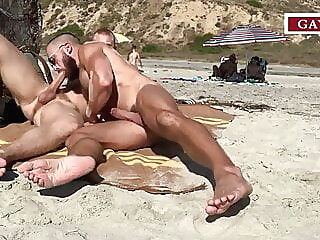 amateurs fucking in the public beach #2 beach big cock blowjob